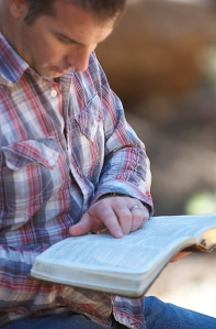 reading-the-bible_2938